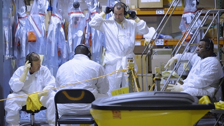 jaderná energie - Milník pro decommissioning závodu výroby jaderného vesmírného paliva - Zprávy (Operators prepare training 235 F mock up Pu decomm 2018 DOE) 1