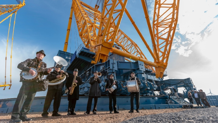 jaderná energie - Jeřábová technologie pro výstavbu jaderných reaktorů - Zprávy (Sarens SGC 250 crane launch party Sarens) 1