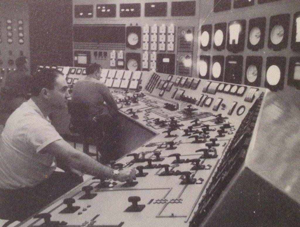jaderná energie - Jádro v síti! Shippingport, 1957 - Fotografie (Shippingport Control Room 1024x776) 2