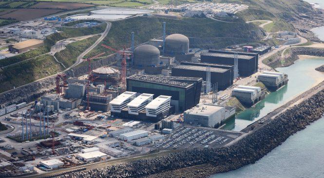 Plány odstavování jaderných elektráren neukazují na odstup od jádra, sdělil Francouzský ministr