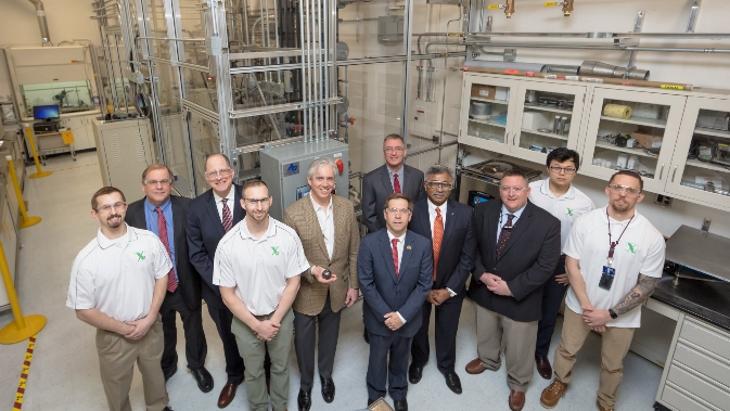 jaderná energie - Projekt TRISO prošel první fází úvěrového procesu - Zprávy (Triso X Pilot Line dedication ORNL Feb 2019 X energy) 1