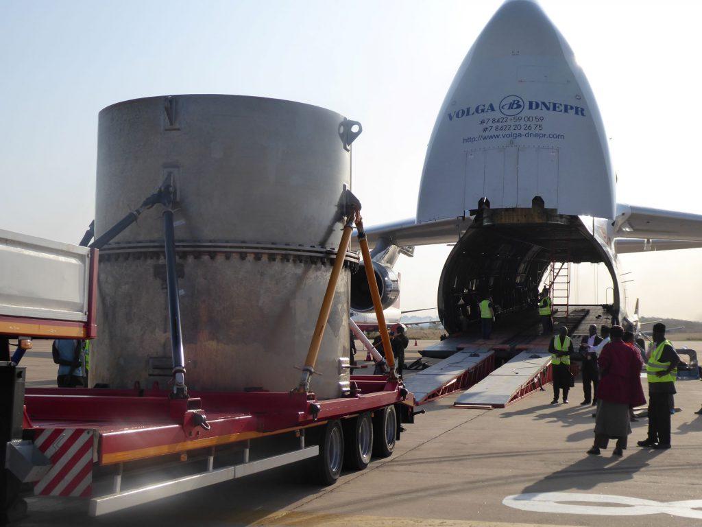 jaderná energie - Z Nigérie do Číny: specialisté z Řeže bezpečně převezli další jaderné palivo - Zprávy (IMG 1378) 2