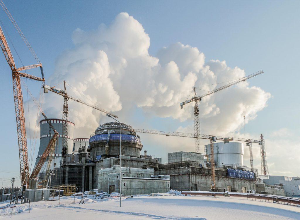 jaderná energie - Reaktor VVER-1200 Leningradské JE již vyrobil přes 5 TWh elektřiny - Zprávy (Leningradská JE Vedle dokončeného bloku VVER 1200 roste ještě druhý blok generace III) 1