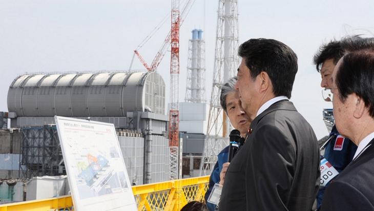 jaderná energie - Odstraňování paliva ze 3. bloku Fukušimy - Zprávy (Shinzo Abe at Fukushima Daiichi unit 3 April 2019 Kantei) 1