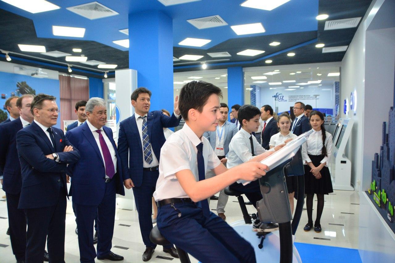 jaderná energie - Uzbekistán vzdělává své obyvatelstvo v oblasti jádra, otevřel informační centrum jaderných technologií - Zprávy (Slavnostní otevření informačního centra jaderných technologií v Uzbekistánu) 2