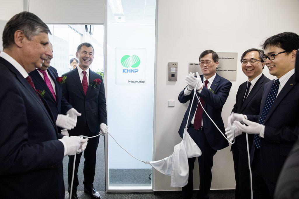 jaderná energie - Firma Korea Hydro & Nuclear Power (korejský uchazeč o dostavbu českého jádra) v Praze otevřela novou kancelář - Zprávy (EVAK9717 1) 1