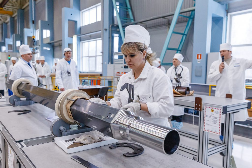 jaderná energie - Rosatom bude i nadále dodávat palivo do slovenských jaderných elektráren - Zprávy (Vizuální kontrola kazety pro VVER 440 v podniku TVELu) 1