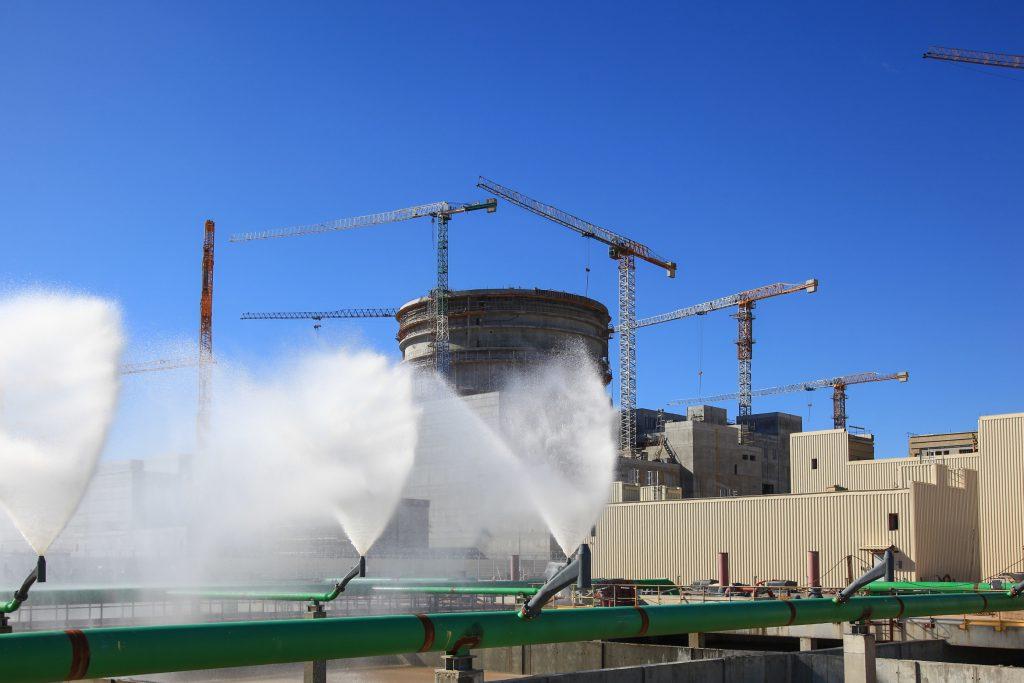 jaderná energie - Rosatom plánuje letos zahájit fyzikální spouštění 2. bloku Ostrověcké JE - Zprávy (Zkoušky bazénů rozstřiku v Ostrověcké JE) 1