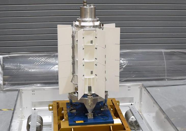 jaderná energie - Mars 2020 Rover obdržel radioizotopové palivo - Zprávy (Mars 2020 MMRTG 730x411 NASA JPL Caltech) 2