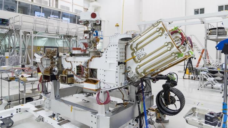 jaderná energie - Mars 2020 Rover obdržel radioizotopové palivo - Zprávy (Multi Mission Radioisotope Thermoelectric Generator MMRTG NASA JPL Caltech) 1