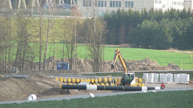 jaderná energie - idnes.cz: Horkovod z Temelína míří k Budějovicím, hotovou část už zahřívají - Zprávy (stavba horkovodu z temelina cb190415 16 denik 630) 2