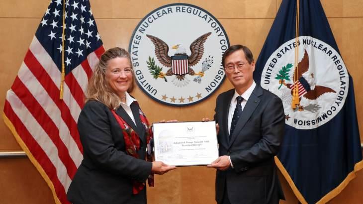 jaderná energie - Korejský reaktorový návrh certifikován v USA - Zprávy (APR1400 NRC certification Jae Hoon Jung and Annie Caputo August 2019 KHNP) 1