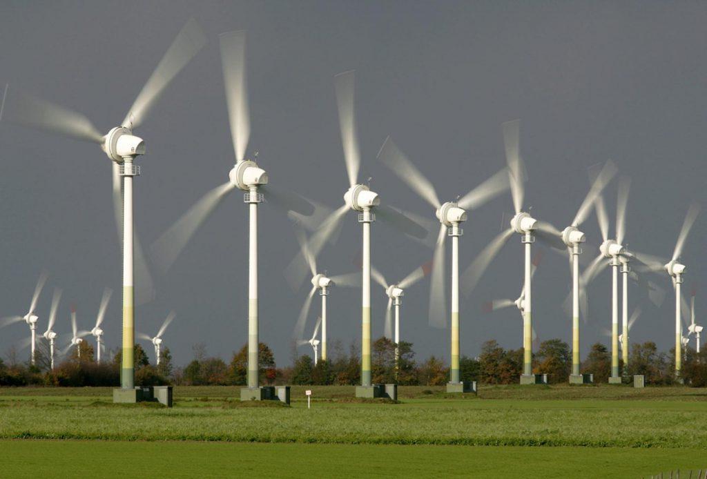 jaderná energie - Handelsblatt: Německo má v energetice vážný problém - Zprávy (Nemecko vetrna farma) 1