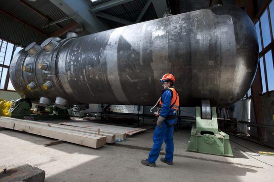 jaderná energie - Na MSV byla zahájena výstava 65 let jaderného průmyslu v Česku - Hlavní (instalace tlakove nadoby reaktoru na 3 bloku je mochovce photo pg 570) 1
