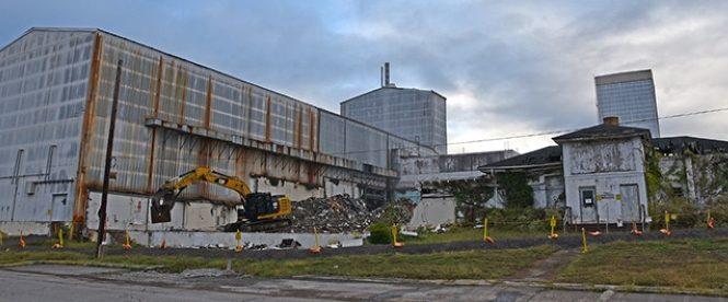 Demolice obohacovacích odstředivek ve výzkumném centru Oak Ridge začala