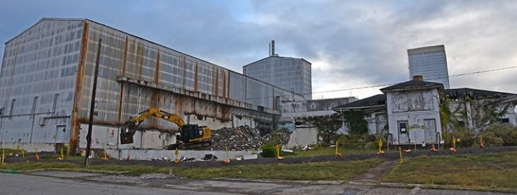 jaderná energie - Demolice obohacovacích odstředivek ve výzkumném centru Oak Ridge začala - Zprávy (Oak Ridge Centrifuge Complex demolition Oct 2019 Image 730x280 DOE EM 2) 2