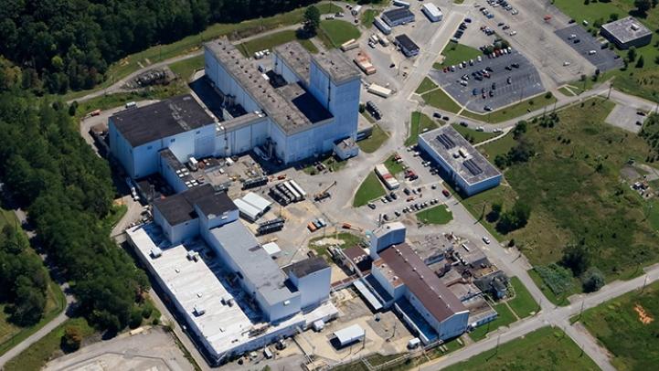 jaderná energie - Demolice obohacovacích odstředivek ve výzkumném centru Oak Ridge začala - Zprávy (Oak Ridge centrifuge complex aerial 2019 DOE EM 3) 3