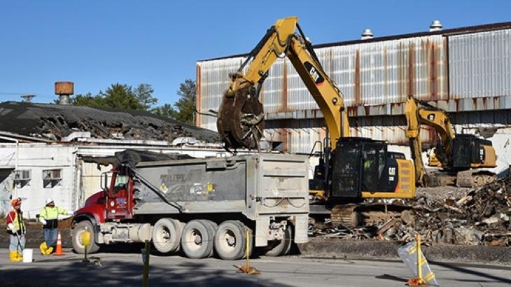jaderná energie - Demolice obohacovacích odstředivek ve výzkumném centru Oak Ridge začala - Zprávy (Oak Ridge centrifuge demolition 2019 DOE EM 1) 1