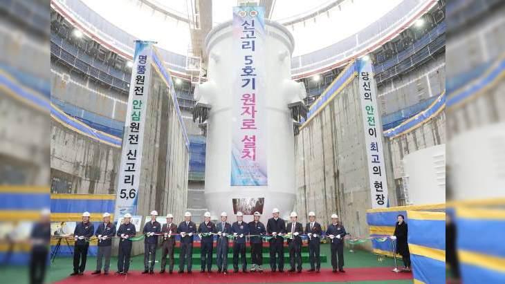 jaderná energie - Reaktorová nádoba třetího korejského APR-1400 byla úspěšně nainstalována - Zprávy (Shin Kori 5 reactor vessel installation November 2019 KHNP) 2