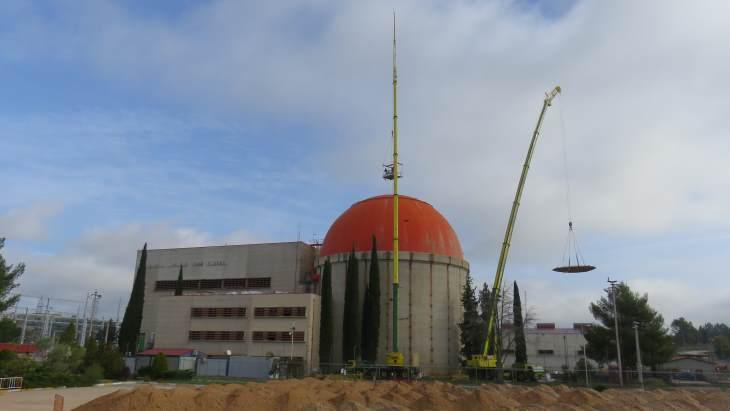 jaderná energie - Rozebírání kontejnmentu reaktoru Zorita začalo - Zprávy (Zorita NPP containment dome removal Enresa) 1