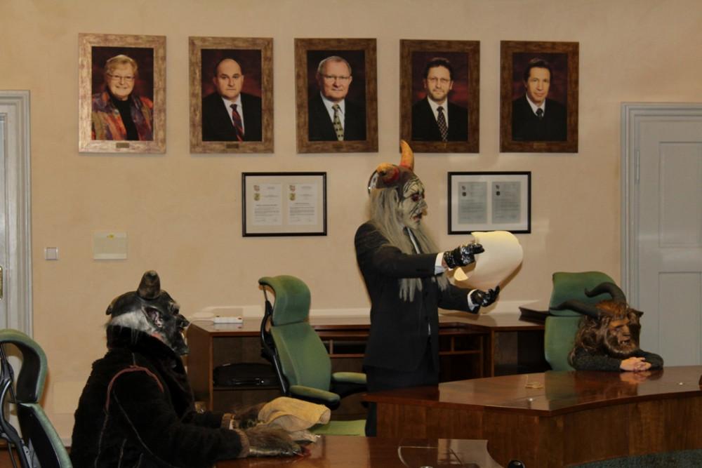 jihlavská drbna: VIDEO: Čerti byli v Jihlavě o měsíc dřív. Žádali na radnici o pomoc s úložištěm jaderného odpadu