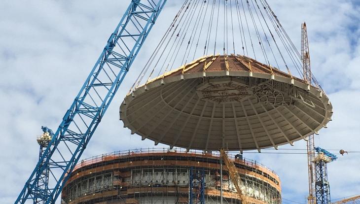 jaderná energie - Na třetím bloku elektrárny Vogtle došlo k montáži střechy kontejnmentu - Zprávy (Vogtle 3 shield building roof Georgia Power) 1