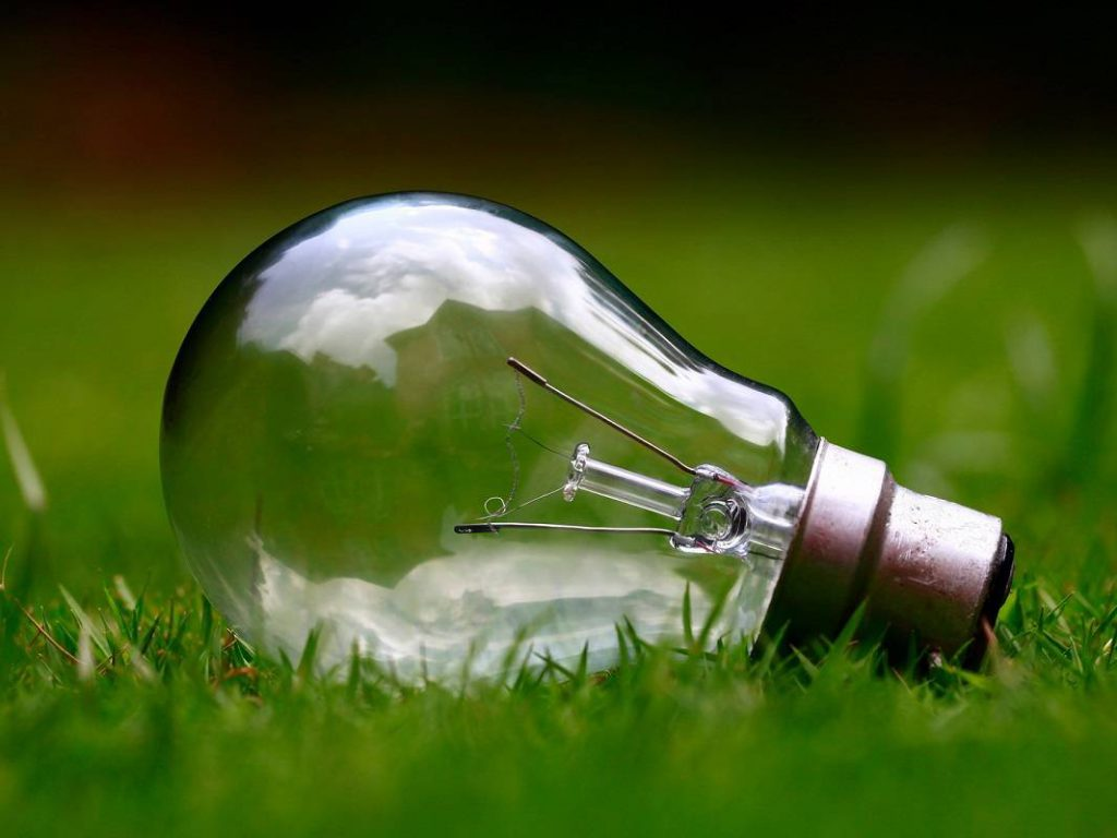 jaderná energie - iUHLI.cz: Elektřina bude chybět napříč Evropou - Zprávy (zarovka zhasnuta foto pixabay com compressed) 1