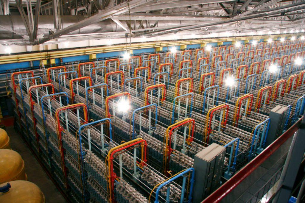 jaderná energie - První sériové palivo MOX bylo zavezeno do rychlého reaktoru Bělojarské JE - Zprávy (Centrifugy na obohacování uranu v jednom z podniků TVELu) 1