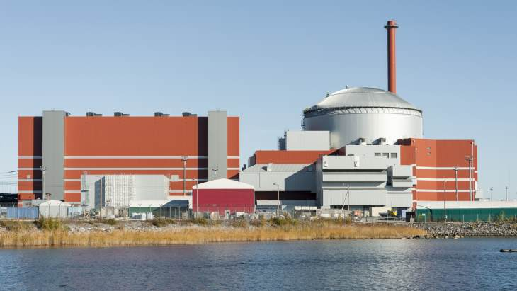 jaderná energie - Letos poprvé od roku 2007 posílí evropskou energetiku nové jaderné bloky, a to rovnou čtyři.  Svět by si měl polepšit o dalších třináct bloků - Zprávy (Olkiluoto 3 EPR October 2015 TVO) 3