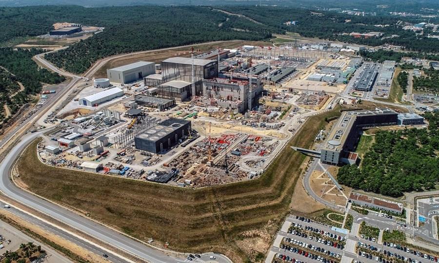jaderná energie - VTM: ITER je největší energetický projekt lidstva. 35 národů staví obří tokamak pro jadernou fúzi - Zprávy (drone riche july platform 1a) 1
