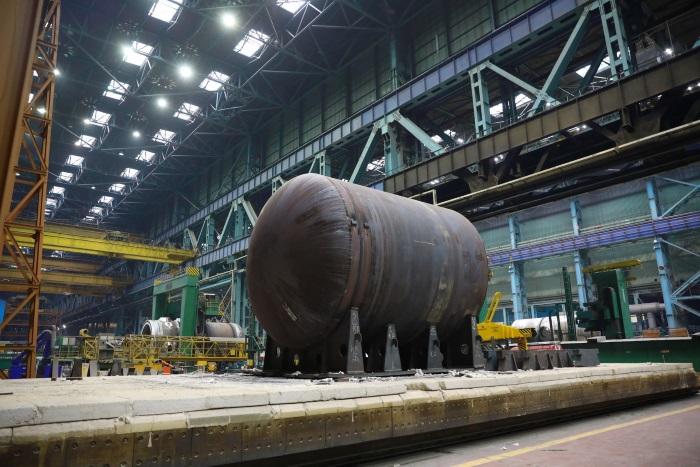 jaderná energie - Atommaš dokončil svařování spodní poloviny nádoby reaktory VVER-TOI - Zprávy (Spodní polovina tlakové nádoby reaktoru VVER TOI v podniku Atommaš) 1