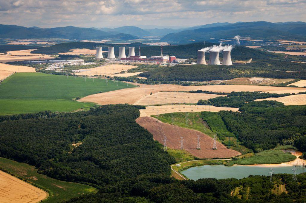 jaderná energie - Slovenske Elektrarne mírně pokročila v dokončení čtvrtého bloku jaderné elektrárny Mochovce - Zprávy (aerial view) 1