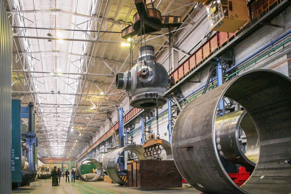 jaderná energie - Rosatom rozšiřuje svůj systém řízení kvality na další čtyři zahraniční projekty - Nové bloky ve světě (st hlavního cirkulačního čerpadla pro Kurskou JE II na výrobní hale podniku Petrozavodskmaš jednoho z podniků zapojených do EOS Kačestvo) 1