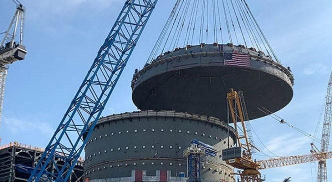 Na čtvrtém bloku elektrárny Vogtle přibyl vrchlík kontejnmentu