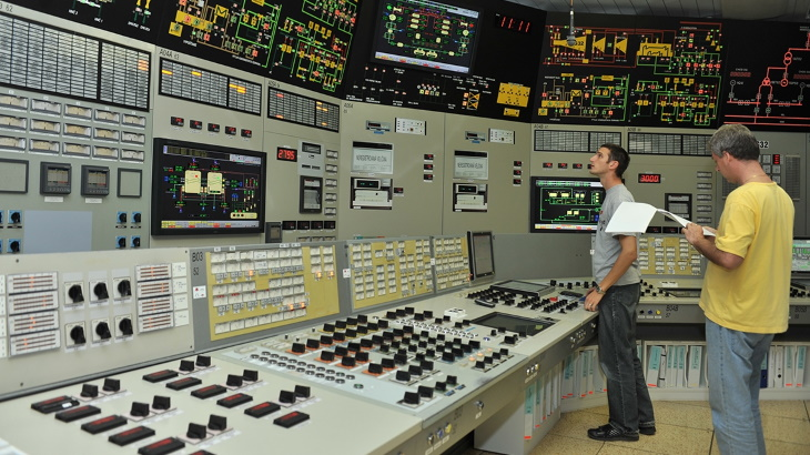 jaderná energie - MAAE pomáhá sdílet provozní zkušenosti během COVID-19 krize - Zprávy (NPP control room Dean Calma IAEA) 1