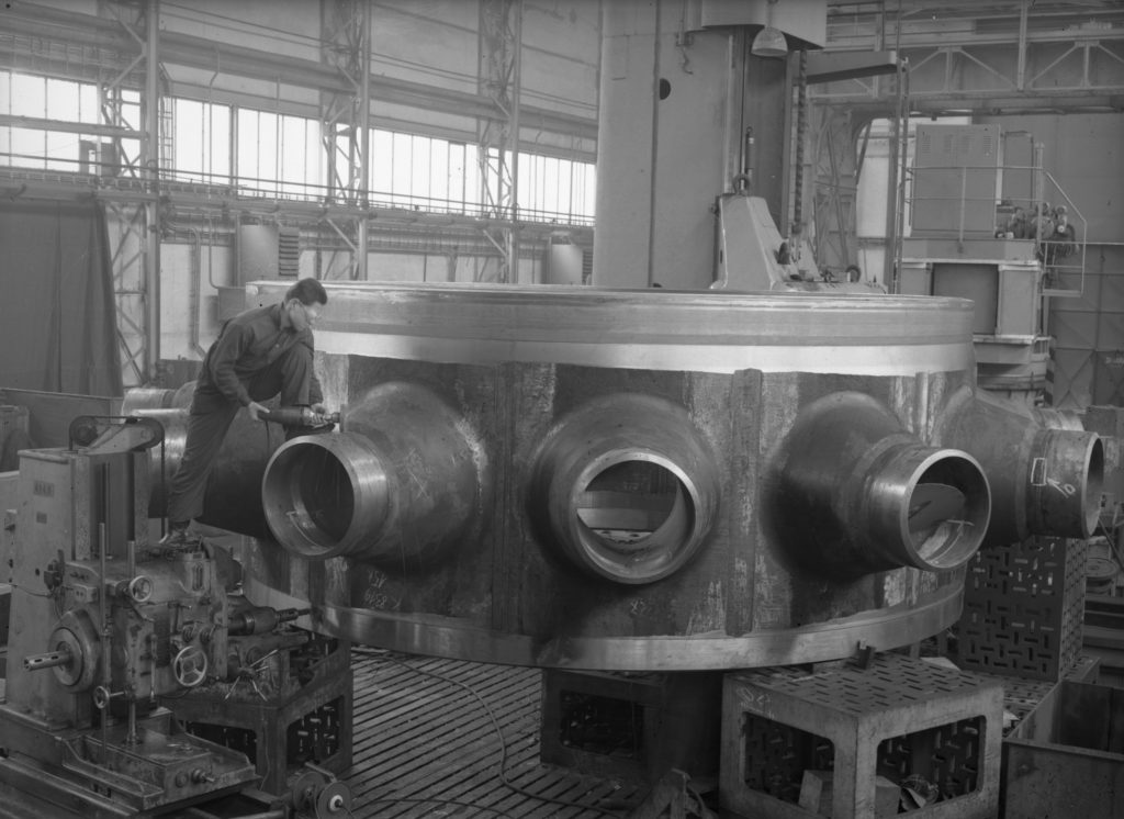 jaderná energie - Cyklus k 65. výročí jaderného průmyslu v Česku a 35 letům JE Dukovany - V Česku (7823 05 2500) 1