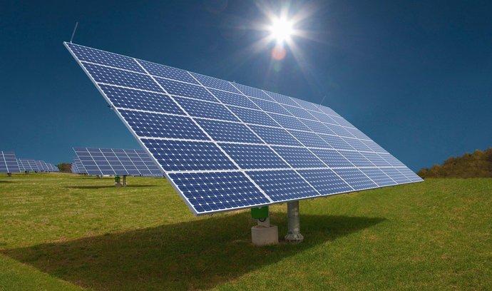 jaderná energie - Městské střechy - ideální místo pro fotovoltaické elektrárny - Zprávy (4995829 solarni panely v0) 1