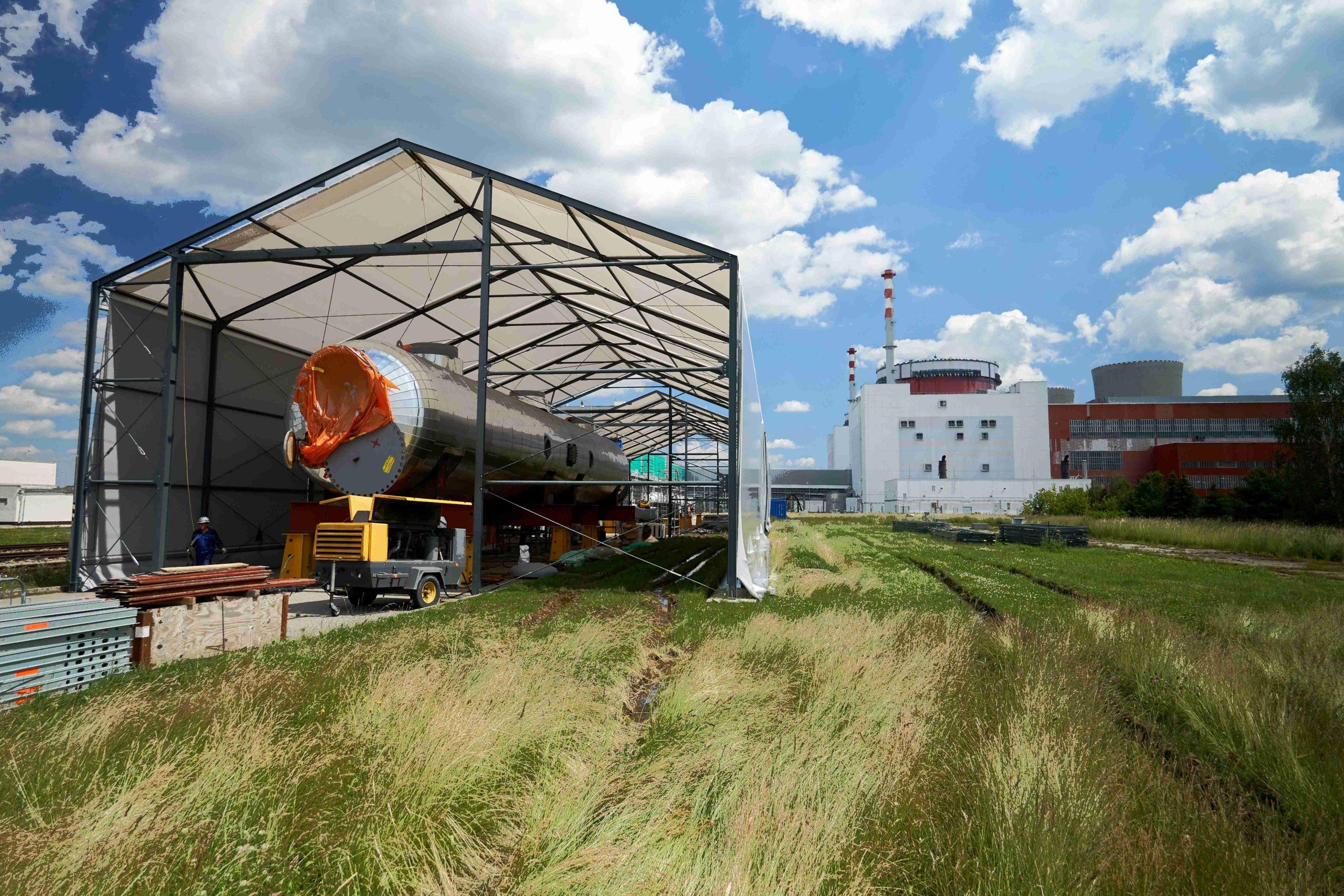 jaderná energie - Výměna separátorů v Temelíně Klíčový přínos ŠKODA JS - Zprávy (Nové separátory připravené pro transport do strojovny v areálu JE Temelín 1 scaled) 3