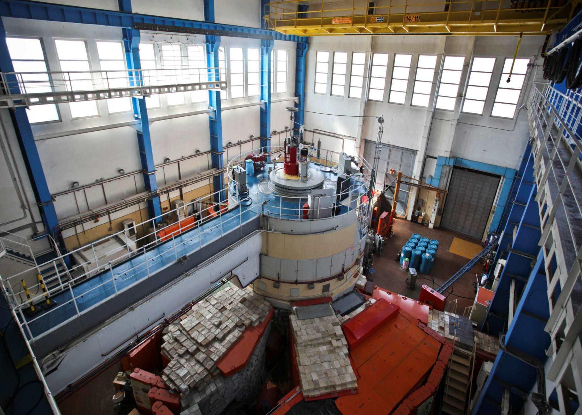 jaderná energie - TVEL dodal do Maďarska jaderné palivo pro výzkumný reaktor - Palivový cyklus (brr reactor hall) 2