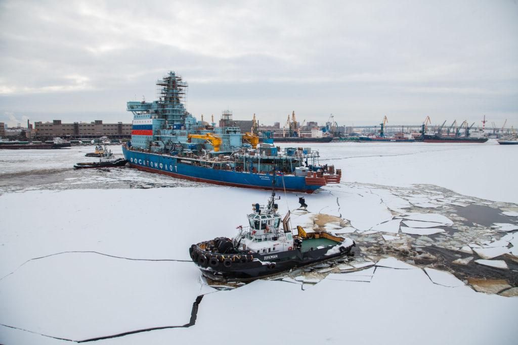 jaderná energie - Ledoborec Arktika dorazil do Murmansku, připravuje se na slavnostní zahájení provozu - Jádro na moři (Ledoborec Arktika v Petrohradě) 1