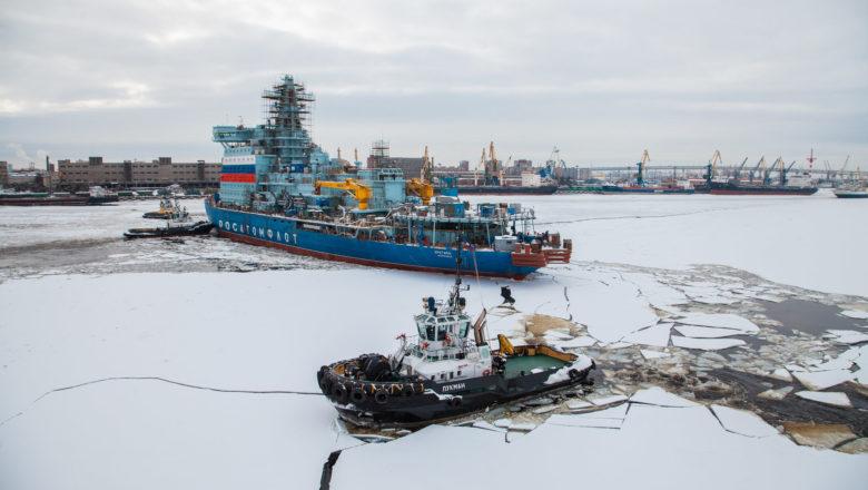 Video: Ledoborec Arktika připlul do Murmansku