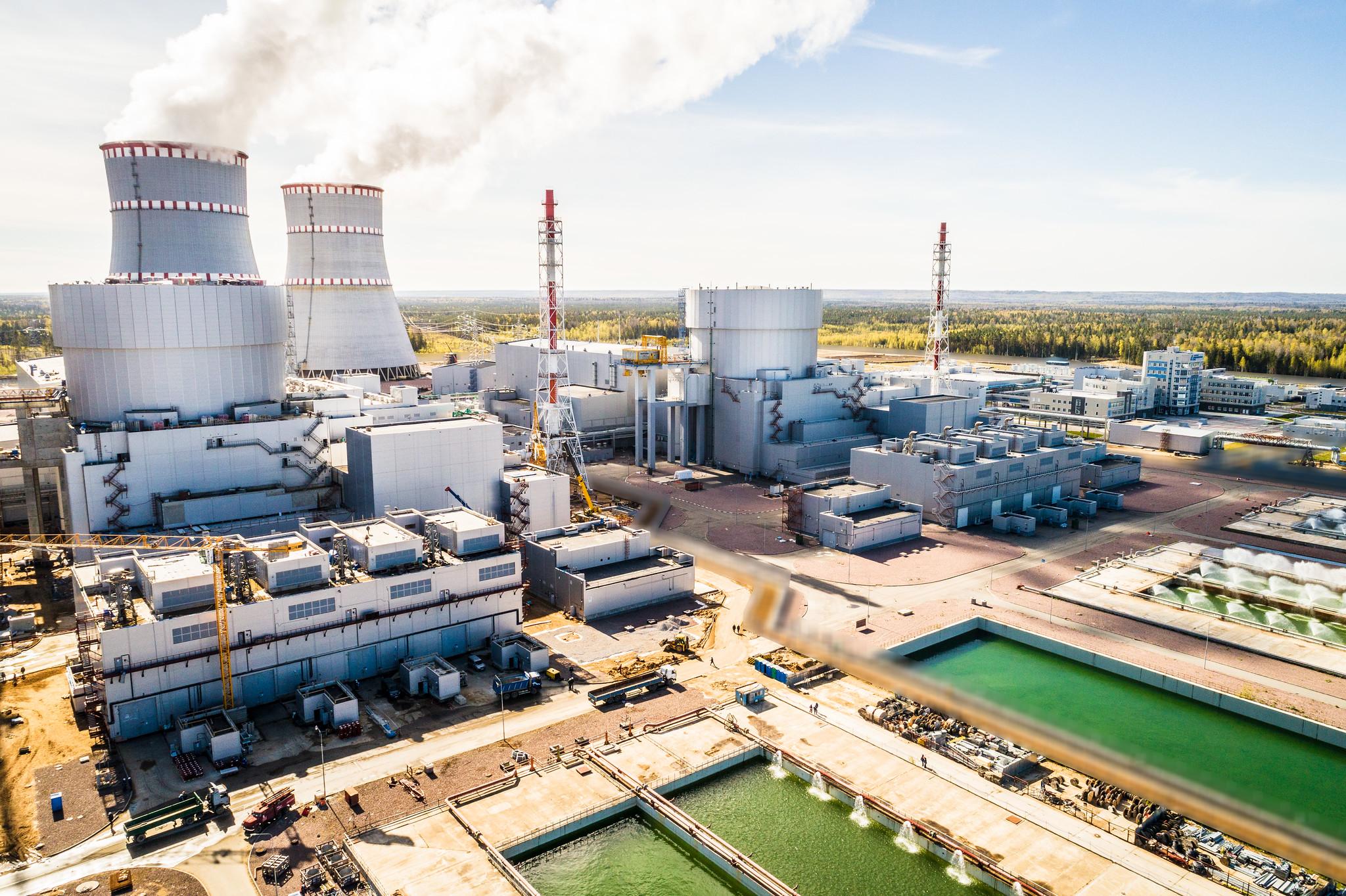 jaderná energie - Nový blok Leningradské jaderné elektrárny s reaktorem VVER-1200 dodal do sítě první elektřinu - Nové bloky ve světě (Pátý a šestý blok Leningradské jaderné elektrárny s reaktory VVER 1200) 2