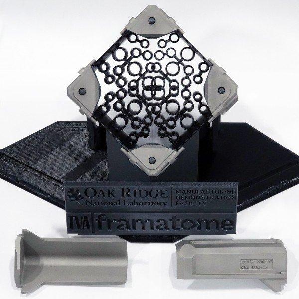 jaderná energie - Díly jaderného paliva z 3D tiskárny prošly radiační zkouškou - Palivový cyklus (3D tištěné komponenty palivových kazet vyrobené smerickou ORNL společně s Framatome a TVA) 1