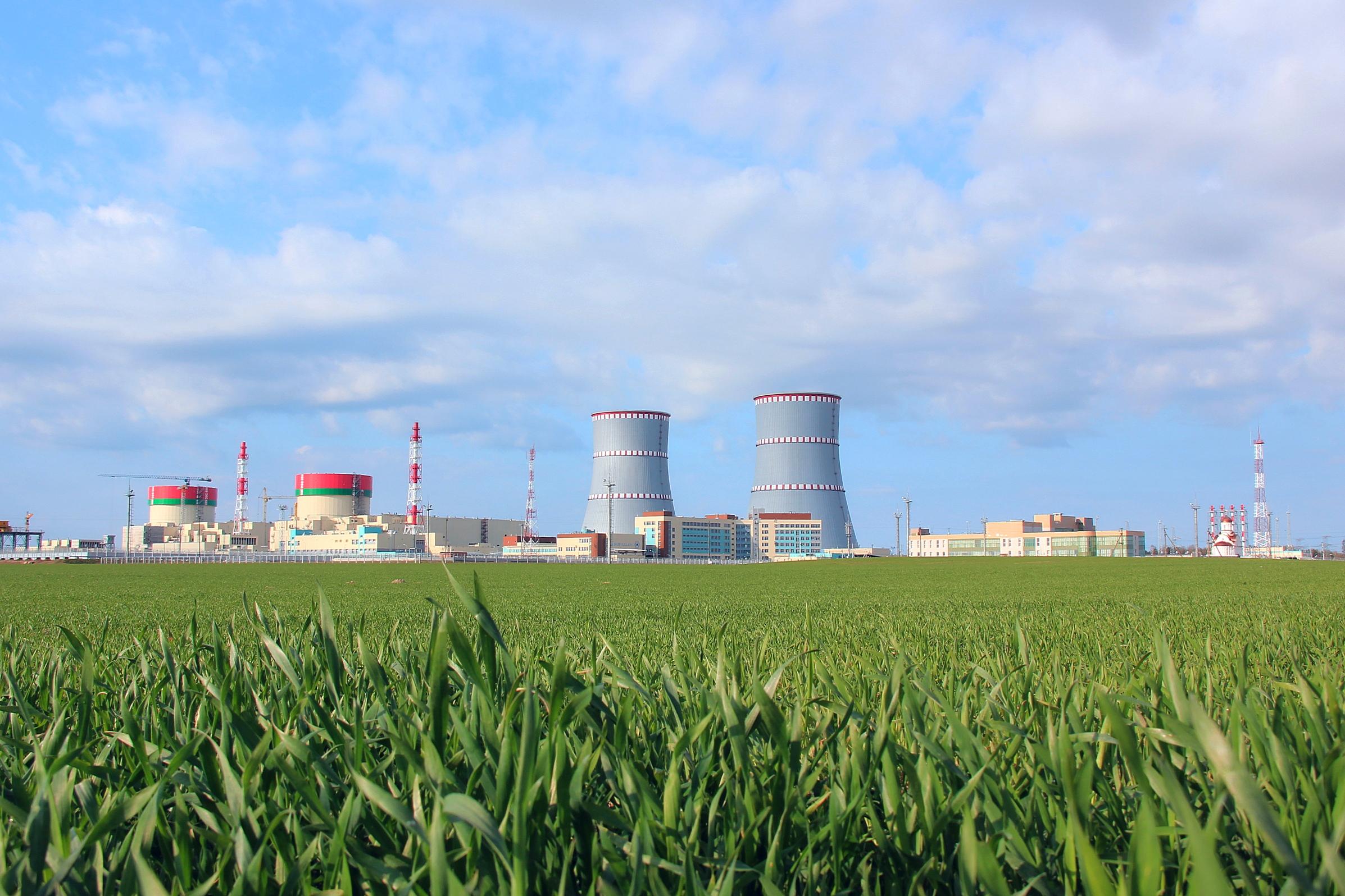 jaderná energie - V Běloruské jaderné elektrárně se poprvé roztočila turbína - Nové bloky ve světě (Běloruská jaderná elektrárna s dvěma bloky VVER 1200) 2