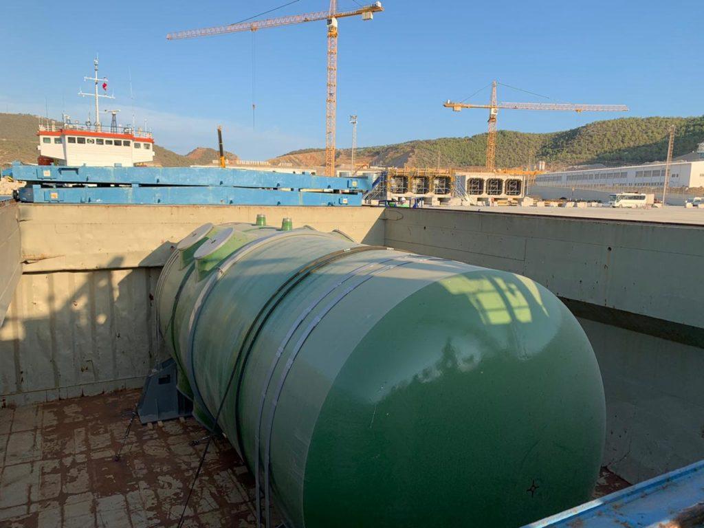 jaderná energie - Do turecké JE Akkuyu dorazila reaktorová nádoba 1. bloku - Nové bloky ve světě (Tlaková nádoba reaktoru prvního bloku po doručení do lokality Akkuyu) 1