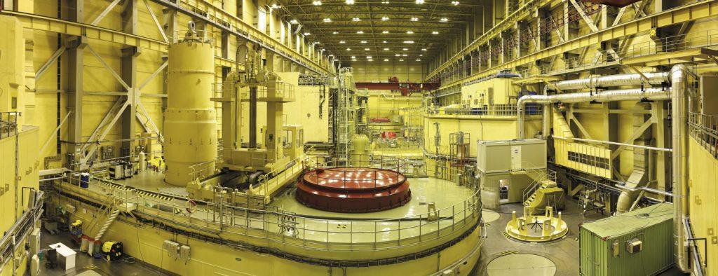 jaderná energie - JE Paks zavezla novou modifikaci ruského jaderného paliva - Palivový cyklus (Reaktorový sál jaderné elektrárny Paks) 1