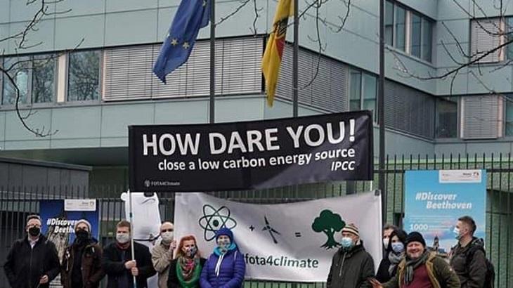 jaderná energie - Polští aktivisté vyzývají Německo k návratu k jádru - Životní prostředí (fota4 climate protest) 1