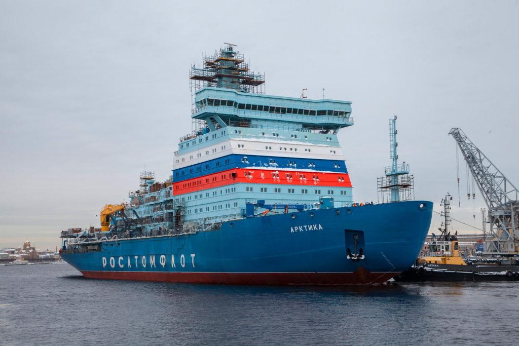 jaderná energie - Pandemie neměla vliv na výstavbu nových bloků Rosatomu - Nové bloky ve světě (Dokoncovani ledoborce Arktika v lodenicich Baltickeho zavodu) 3