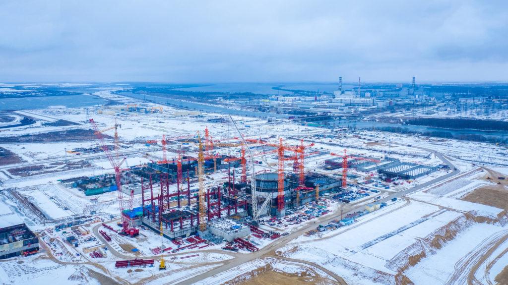 jaderná energie - Pandemie neměla vliv na výstavbu nových bloků Rosatomu - Nové bloky ve světě (Letecky pohled z roku 2020 na dva bloky JE Kurska II ktere rostou v sousedstvi stavajicich bloku RBMK) 2