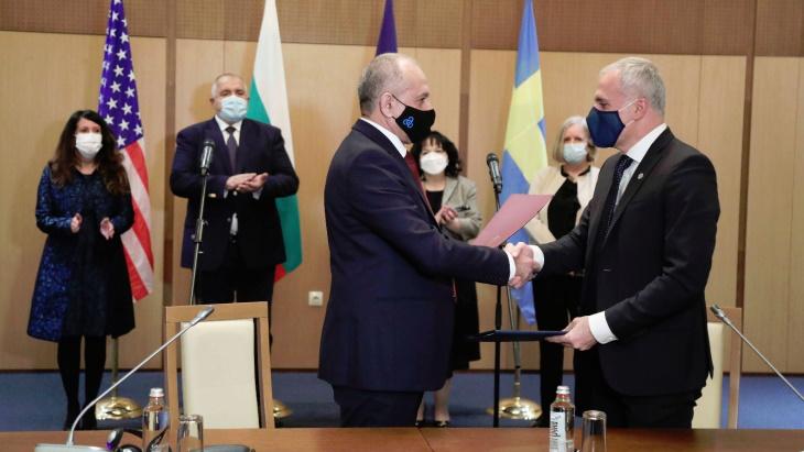 Podpis smlouvy o dodávkách paliva pro VVER-1000 mezi Westinghouse a JE Kozloduj.